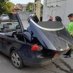 Femeie în comă după ce și-a prins capul când se decapota mașina